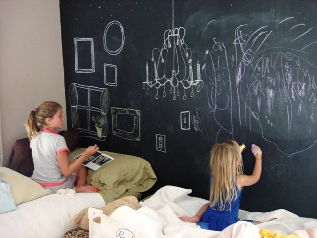 Chalkboard paint idaese painting ideas for kids for for Chalkboard paint in bedroom ideas
